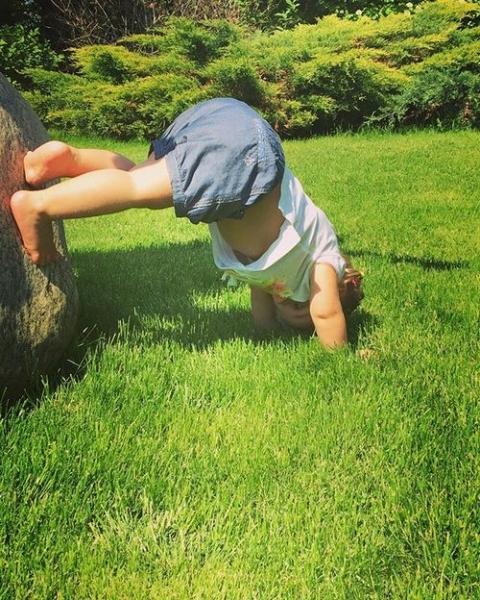 Двухлетняя дочь Татьяны Навки растет спортсменкой