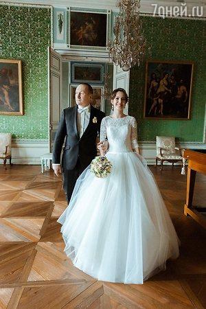 Мария Аронова женила старшего брата