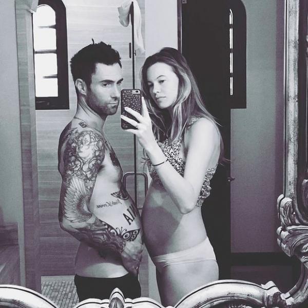 Адам Левин опубликовал «беременное» фото