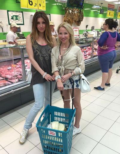 Анастасия Макеева восстанавливается после развода на Тенерифе