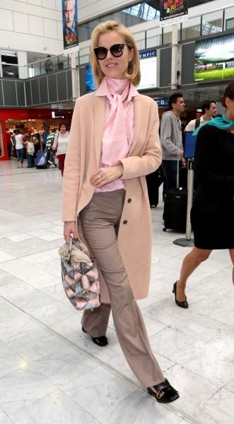 Ева Герцигова прибыла в аэропорт Ван-Найс