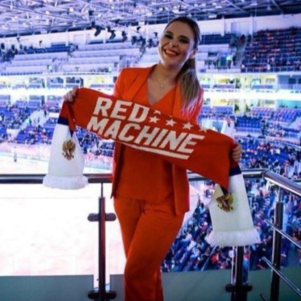 Пелагея поддержала любимого на чемпионате
