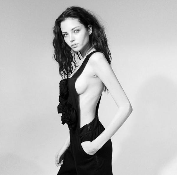 Леся Кафельникова поделилась пикантным снимком без белья