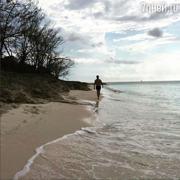 Данила Козловский с девушкой устроили романтический отдых в Америке