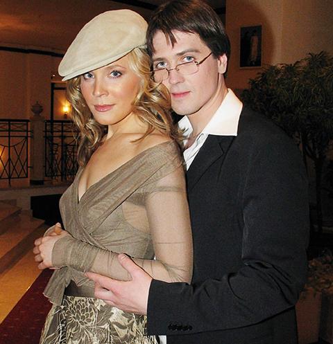 Денис Матросов дружит с бывшей женой