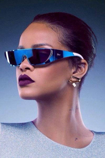 К лету в самый раз: Рианна и Dior выпустили коллекцию солнцезащитных очков