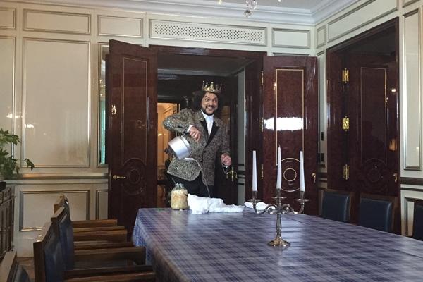 Филипп Киркоров научит мыть окна нашатырным спиртом и чистить ковер капустой