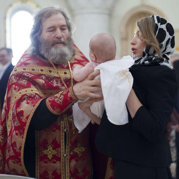 Дочь Проскуряковой и Николаева получила на крестины подвески от Пугачевой
