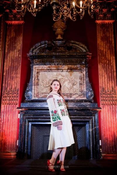 Вышиванки и вечерние платья Оксаны Караванской прибыли в Париж