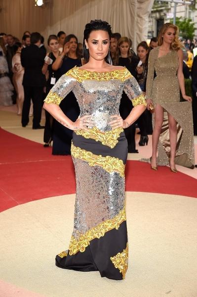 Самые яркие и неудачные платья на премии MET Gala 2016