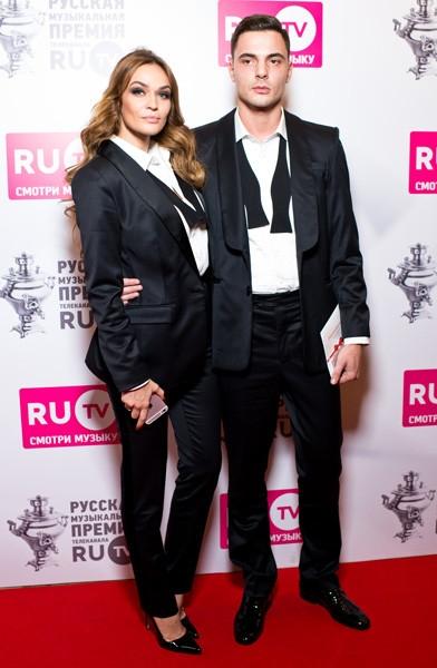 Водонаева с женихом скопировали стиль Джоли и Питта