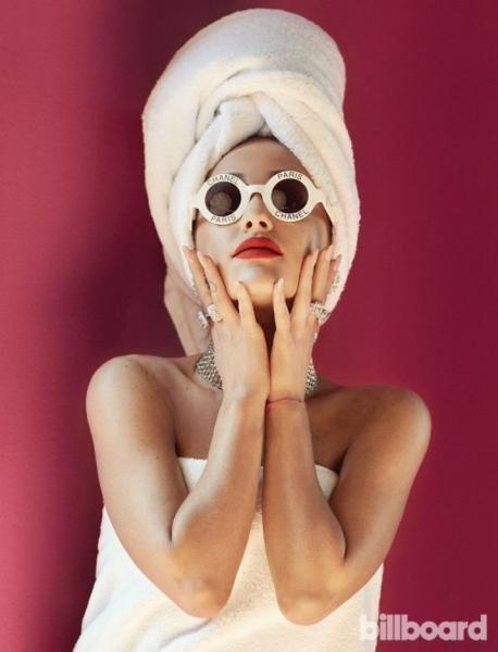 Ариана Гранде подурачилась в фотосессии для журнала Billboard