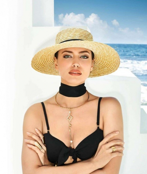 Летняя Ирина Шейк позирует для Bebe Magazine