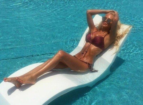 Мария Погребняк демонстрирует роскошные купальники и фигуру в ОАЭ