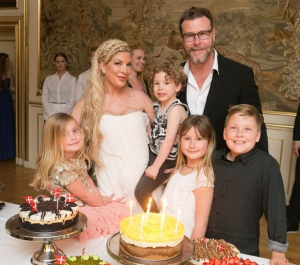 Тори Спеллинг отпраздновала день рождения в замке