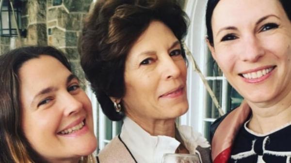 Дрю Бэрримор провела день матери с бывшей свекровью