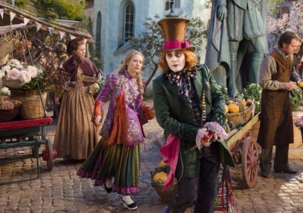 «Алиса в Зазеркалье» с Мией Васиковка и Джонни Деппом в главных ролях пытается завоевать мировой прокат