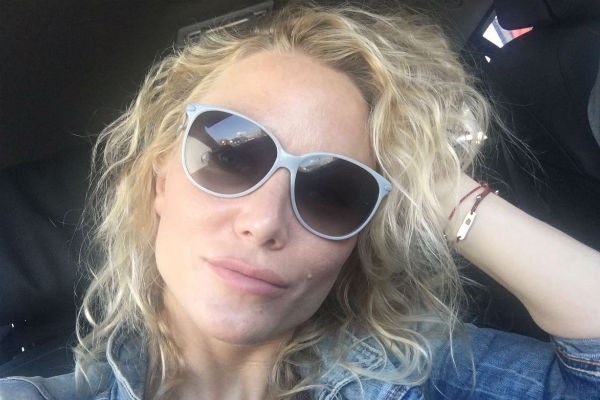 Екатерина Гордон сделала операцию на глаза
