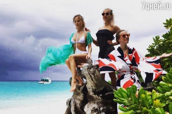 Ксения Собчак с подругами худеет на островах