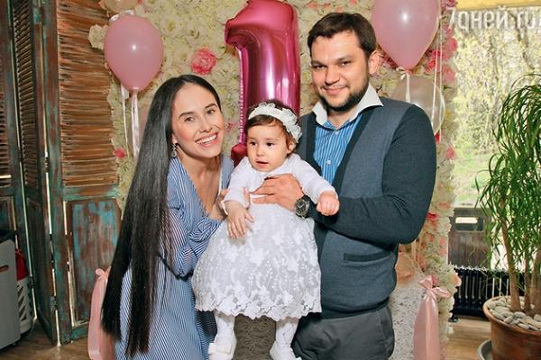 Звезда «Уральских пельменей» показала дочь