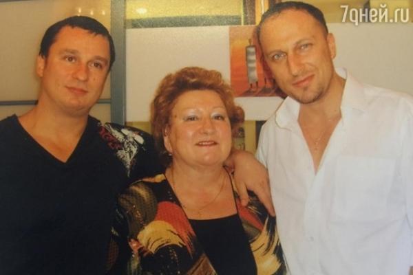 Дмитрий Нагиев представил своего младшего брата