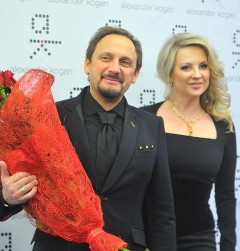 Дочери Стаса Михайлова трогательно поздравили маму с днем рождения