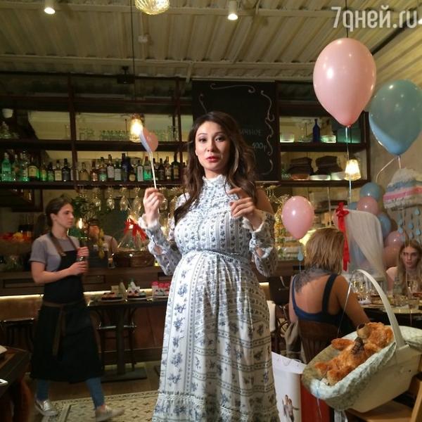 Беременную Марину Ким «забросали» подарками