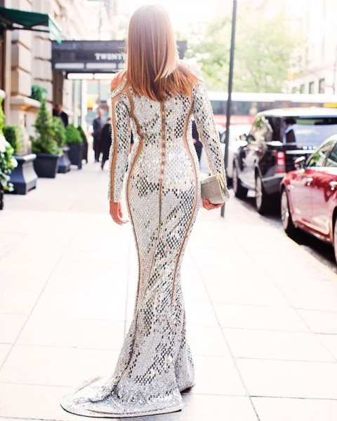 Синди Кроуфорд примерила роскошное платье в стразах