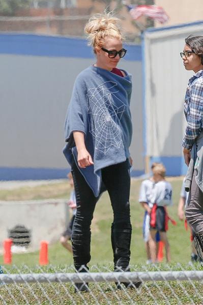 Бритни Спирс и Кевин Федерлайн вместе сходили на футбольный матч сыновей