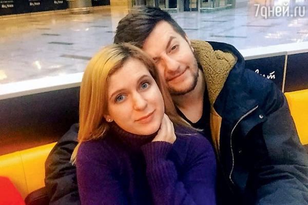 Анастасия Денисова назначила дату свадьбы