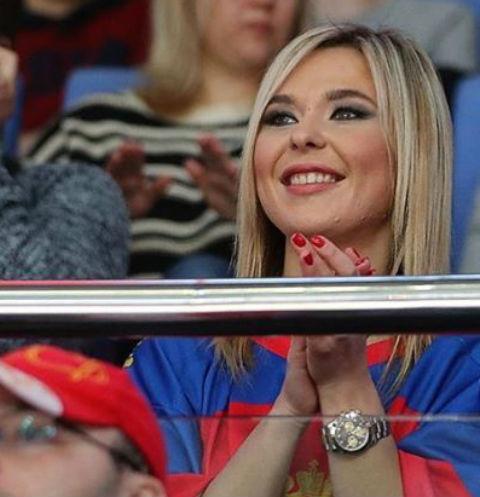 Пелагея повеселилась с бойфрендом в караоке-баре
