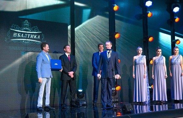 Лучшего хоккеиста России Сергея Мозякина одарили уникальными пивными бокалами
