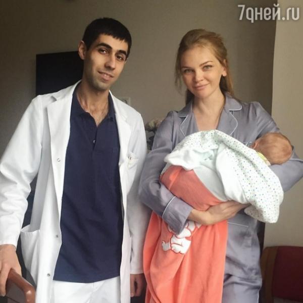 Елена Кулецкая показала первое фото новорожденной дочери