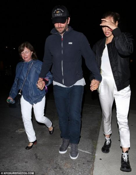 Ирина Шейк с мамой и Брэдли Купером посетила концерт Бейонсе