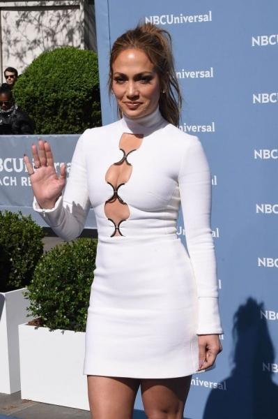 Дженнифер Лопес показала неудачный образ на торжественной дорожке NBC