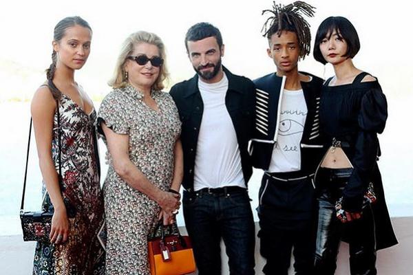 Яна Рудковская, Алисия Викандер на показе круизной коллекции Louis Vuitton