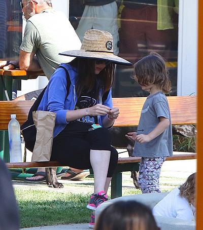 Меган Фокс и Брайан Остин Грин отдыхают в Малибу с детьми