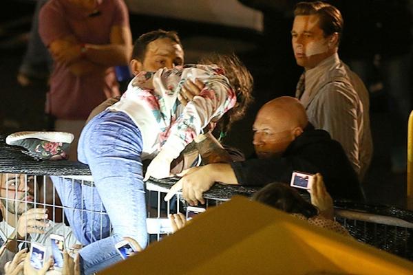 Брэд Питт спас девочку от толпы фанатов