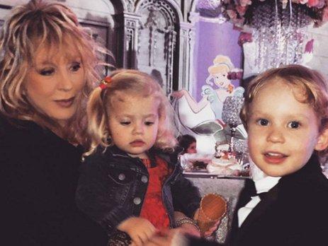 Алла Пугачева выложила в сеть новые фото своих детей