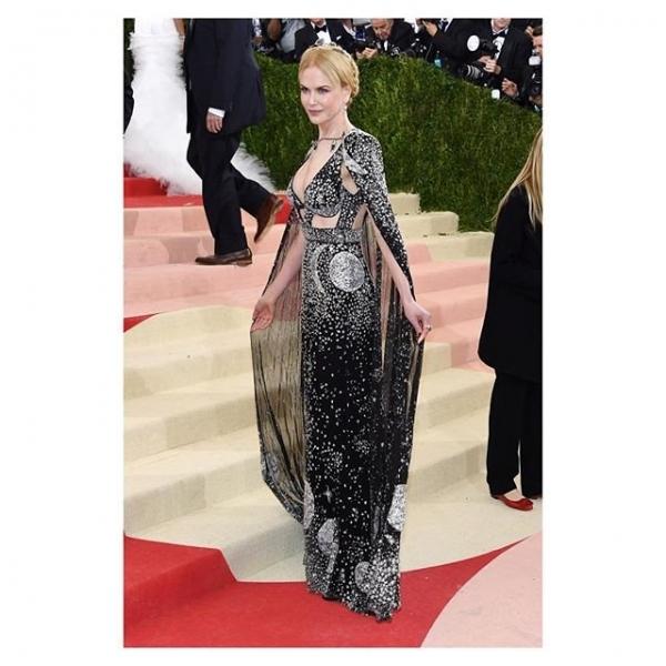 Николь Кидман выбрала для красной дорожки роскошное платье