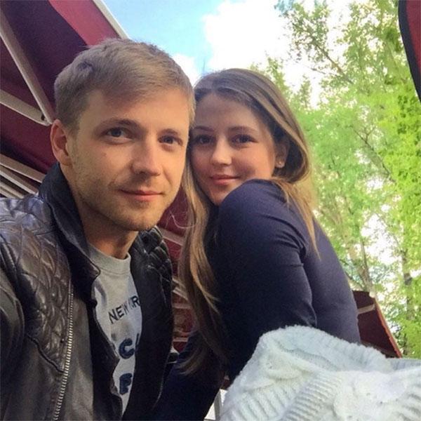 Анна Михайловская с мужем наслаждаются семейной идиллией