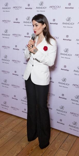 Тина Канделаки в стиле весенней бизнес-леди представила новую линейку Ansaligy