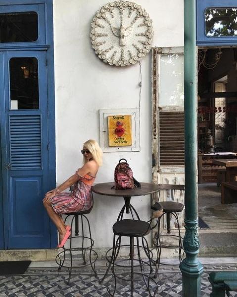 Яна Рудковская выложила фото с отдыха в Бразилии и показа Louis Vuitton
