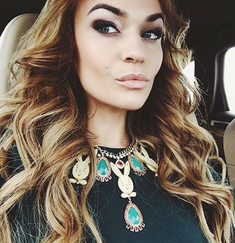 Алена Водонаева не может определиться с датой свадьбы