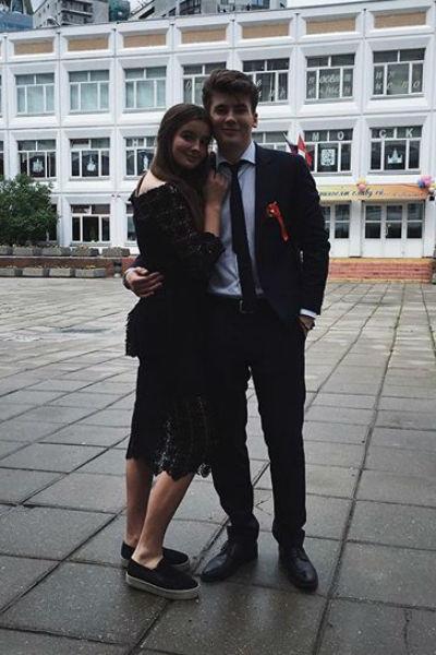 Саша Стриженова плачет из-за возлюбленного