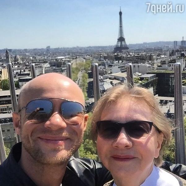 Дмитрий Хрусталев путешествует с мамой по Европе