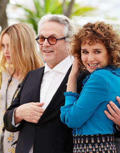 Кристен Стюарт шокировала публику на открытии  69-го Каннского кинофестиваля