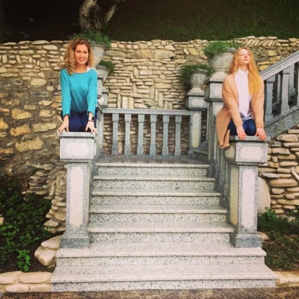 Светлана Ходченкова  путешествует по Грузии с подругой