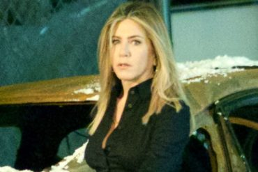 Jennifer aniston on the set of new year Comedy