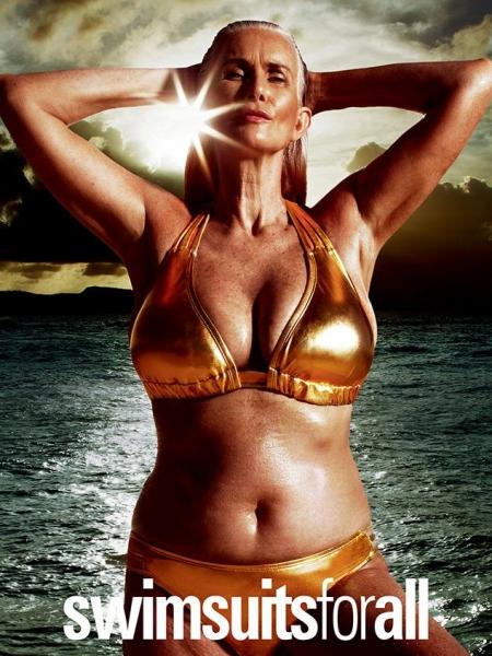 Эшли Грэм облачила пышное тело в золотые купальники Swimsuitsforall